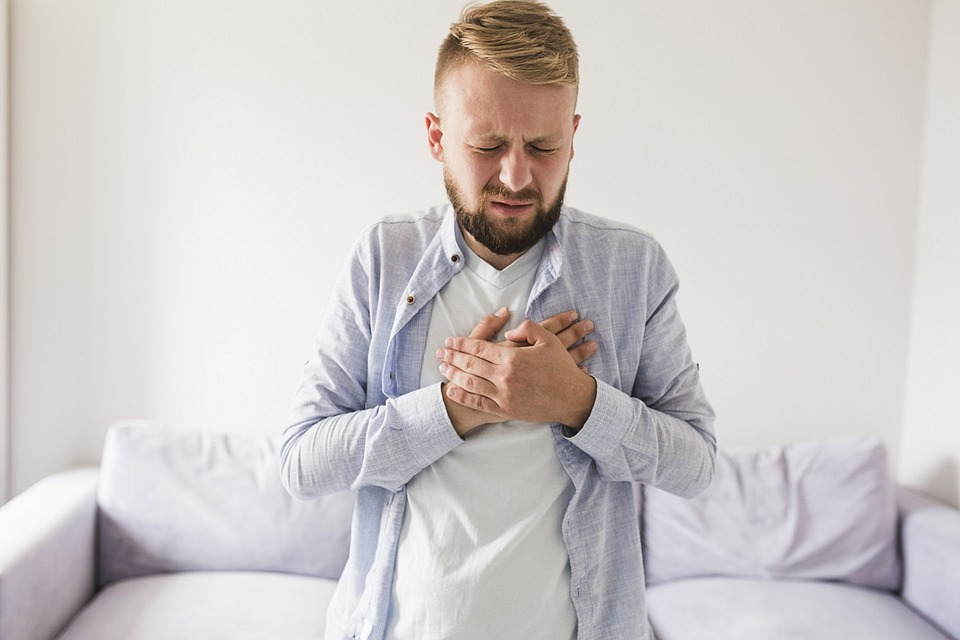 What Is A Home Remedy For Acid Reflux - Image Of A Man With Heartburn